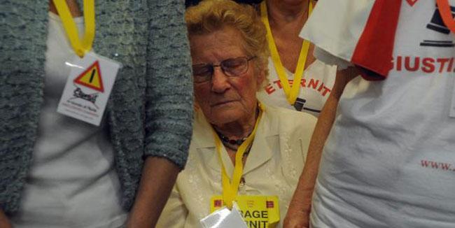 Romana Blasotti Pavesi davanti alla Corte di Cassazione. Romana ha 85 anni.