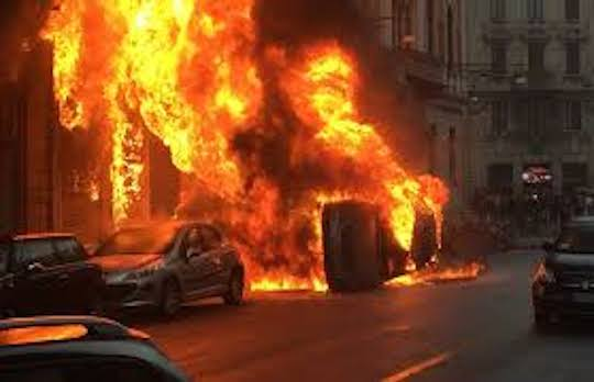 Idioti violenti hanno devastato Milano