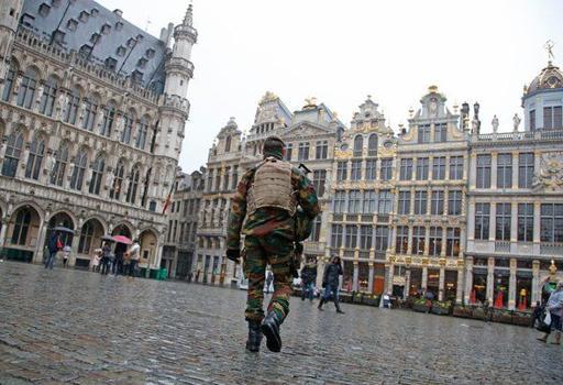 Bruxelles deserta. E' sabato 21 novembre e l'allarme attacco terroristico è ai massimi livelli.