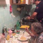 2 nonni soli, 4 poliziotti e 1 piatto di spaghetti