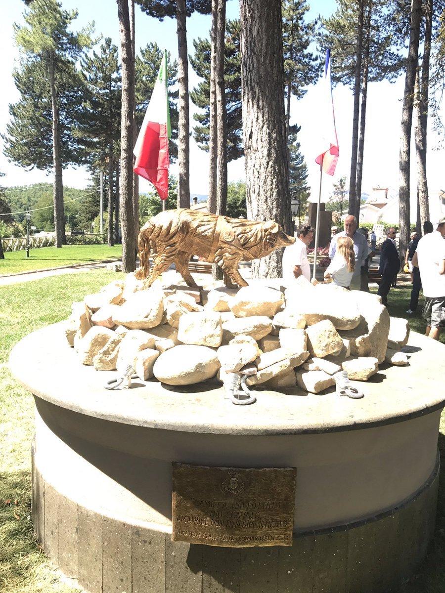 camilla statua